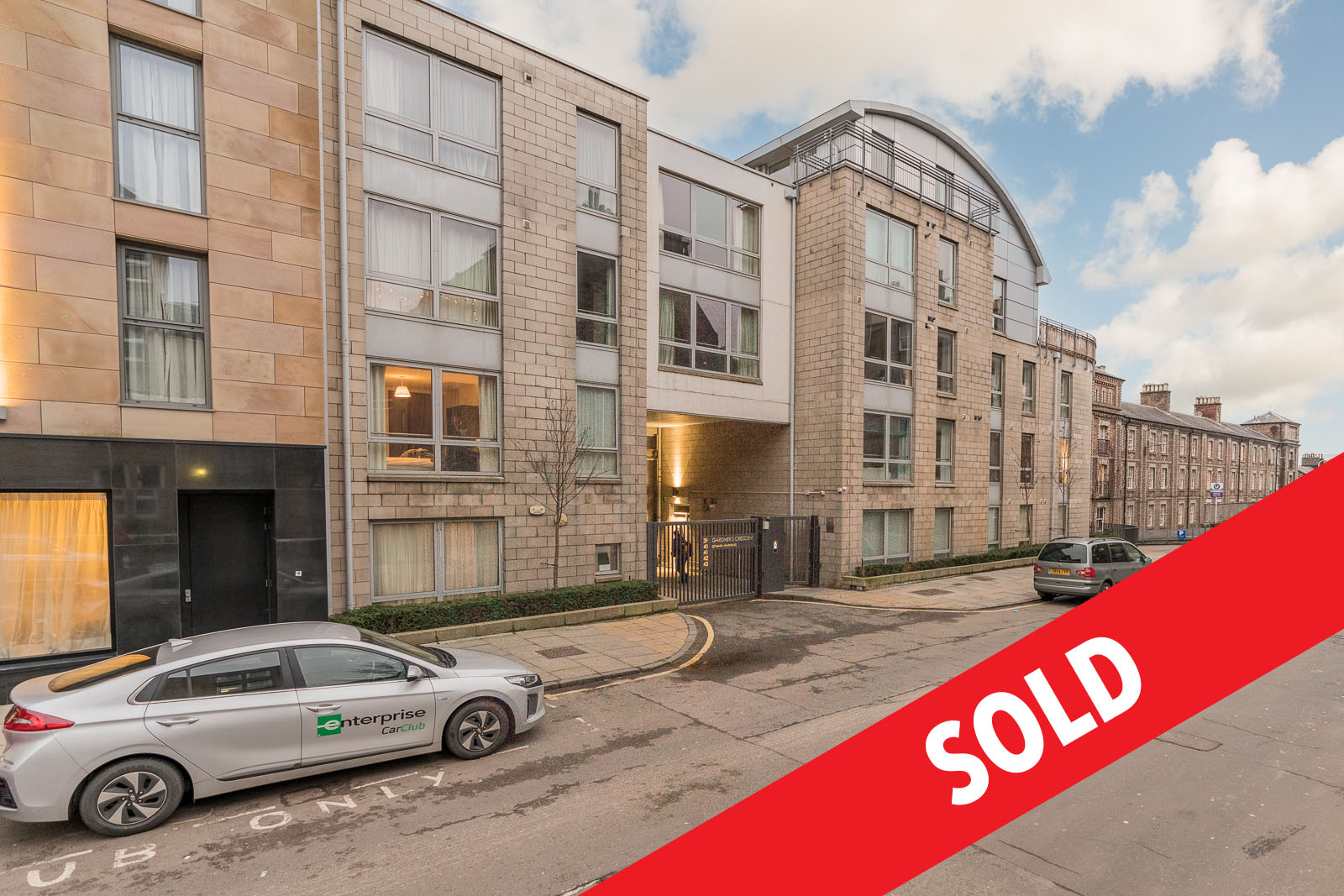 For Sale : 43/8 Gardners Crescent, Fountainbridge, EH3 8DG